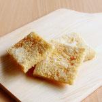 ラスク (子供サイズのラスク。バターと砂糖をトッピングして焼き上げたサクサク食感のラスクです)