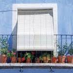 Típica estampa de persiana alicantina o de cadenilla en PERSIATEC (Murcia)