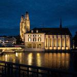 """Zürich zur """"Blauen Stunde"""" - Rathaus und Grossmünster"""