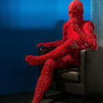 The Art of the Brick  - RED GUY SITTING - US-Künstler Nathan Saway