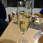 Nieuwjaarsvolksdanscafé, gezellig kletsen bij een hapje en een drankje en natuurlijk een danske doen!