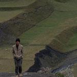 Azerbaijan - Einwohner von Xinaliq auf dem Weg in sein Dorf