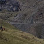 Azerbaijan - Ein Reiter sucht sein Schaf - Auf der Fahrt von Quba nach Xinaliq
