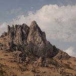 """Azerbaijan - Auf dem Weg von Baku nach Quba - Der Berg """"Beshbarmaq"""", was so viel wie """"Fünf Finger"""" heisst"""