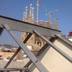 Estructura claraboya lista para cubrir cerca de Sagrada Familia, Barcelona