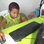Der Informatikraum zieht offensichtlich auch die Jüngsten an.