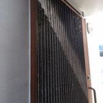 玄関扉:古材の波板使用