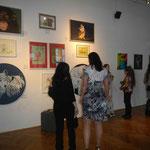 Vor Eröffnungsbeginn: Small talk mit ausstellenden Künstler-KollegInnen