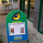 Information über die VETART-Ausstellung vor dem Eingang des Elefantenhauses