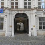 Palais Dietrichstein, Hauptportal