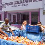 Orangensaft für die Kinder ausladen