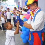 Clowns auf der Geburtstagsfeier der Schule