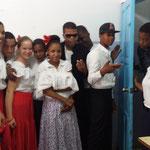 Wir tanzten mit Schülern Merengue in traditioneller Kleidung