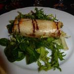 lingot de brie sur lit de salade