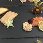 assiette terre et mer : foie gras, saumon fumé, perle de la mer