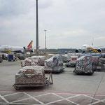 Eines der Hauptgeschäfte des Flughafens ist natürlich der Transport von Gütern. Hier werden einem die Dimensionen erst bewusst
