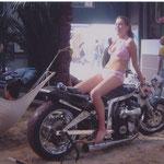 Sommer 2004 | Geile Bikes und heiße Höschen.