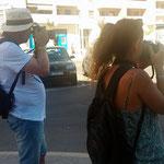 Com Marta y Enric, preparados para la captura.  Prácticas diurnas curso básico de Fotografía Digital. Foto: Andreu Gual