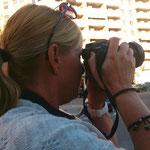 Carita, antes de su viaje por África, vino a realizar el Curso básico de Fotografía Digital. Suerte con los leones :-)  Fotografía Andreu Gual