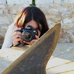 Jessica, practicando la profundidad de campo durante el curso básico de fotografía digital. Foto: Andreu Gual