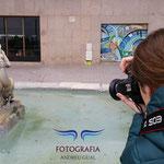 Iratxe en plenas practicas del curso basico de Fotografia Digital. Foto: Andreu Gual.