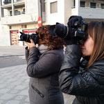Belen y Montse enfrentandose a un contraluz. Curso básico de fotografía digital. Tarragona. Foto : Andreu Gual