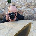 Alan, concentrado en el curso basico de fotografia. No se puede fallar !  Fot: Andreu Gual
