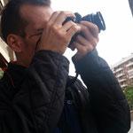 Ivan, durante las practicas diurnas del Curso Básico de Fotografía Digital. Foto: Andreu Gual