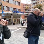 Jesus y Eva en las practicas diurnas de fotografia digital. Fotografia Andreu Gual
