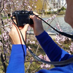 Laura entiendiendo la fotografia y pensando en el paso al mundo de las réflex. Curso Básicio de Fotografía.  Foto: Andreu Gual