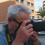 Manel, preparandose para un barrido durante las prácticas diurnas del curso básico de fotografía digital: Foto Andreu Gual