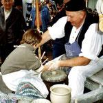 """Töpfern auf dem Markt mit """"kleinem Lehrling"""""""