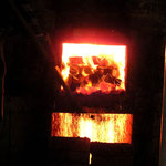 Schürloch bei Brennstoffgabe