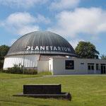 """<a href=""""http://www.planetarium-bretagne.fr"""" target=""""_blank""""> Le site du Planétarium de Pleumeur-Bodou</a>"""