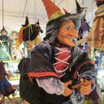 La Clotilde de Mirepoix ... avec son petit baluchon et ses couleurs chatoyantes, elle apporte la joie de vivre dans la maison