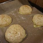 Rezept Amerikanische Burger Broetchen mit Sesam - Burger Buns - Rohlinge