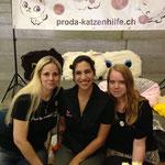unser Stand Team :) Michaela Laura und Kristina