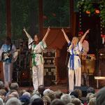 Solistin AnniFrid, Swedish Legend The ABBA Tribute - Show, Hembygdspark Ängelholm Schweden, Juni 2013