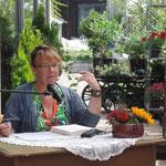Nicola Förg beim Krimifestival 2015 in der Gärtnerei Irran in Schörfling