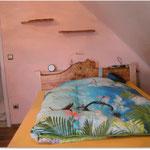 Schlafzimmer aus Birke und Nussbaum massiv © Schreinerei Berschneider Deining