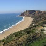 der Strand vom Praia del Gralha mitten an der costa de prata Portugal