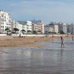 Der Strand liegt direkt an den Ort angelehnt Costa de Prata