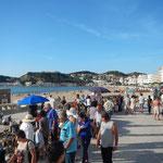 Der Standboulevard an der Bucht von Sao Martinho