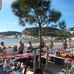 Der Trödelmarkt direkt am Strand von der Bucht von Sao Martinho do Porto