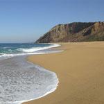 Der Starnd vom Praia del Gralha in Portugal