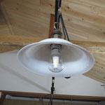 照明器具も取り付けました。LEDのフィラメントが奇麗です。これいいですよ。