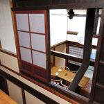 2階 階段室(格子戸活用)