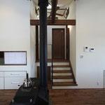 階段(半階を上がり和室へ)スキップフロア