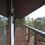 2階居室前、南側木製ベランダ
