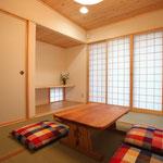 和室(南側窓を見る。)